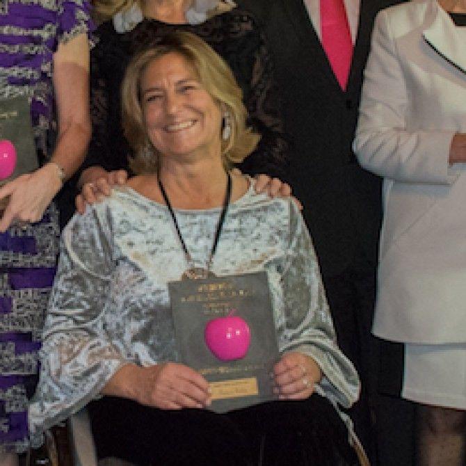 Teresa Silva recibe el premio internacional Woman's Week