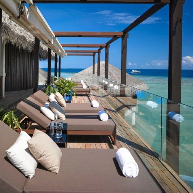 Kettal amuebla Velaa Private Island Resort en Maldivas