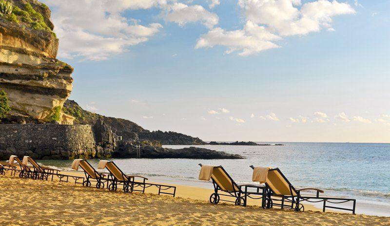 Beach - Sunbeds - Daytime