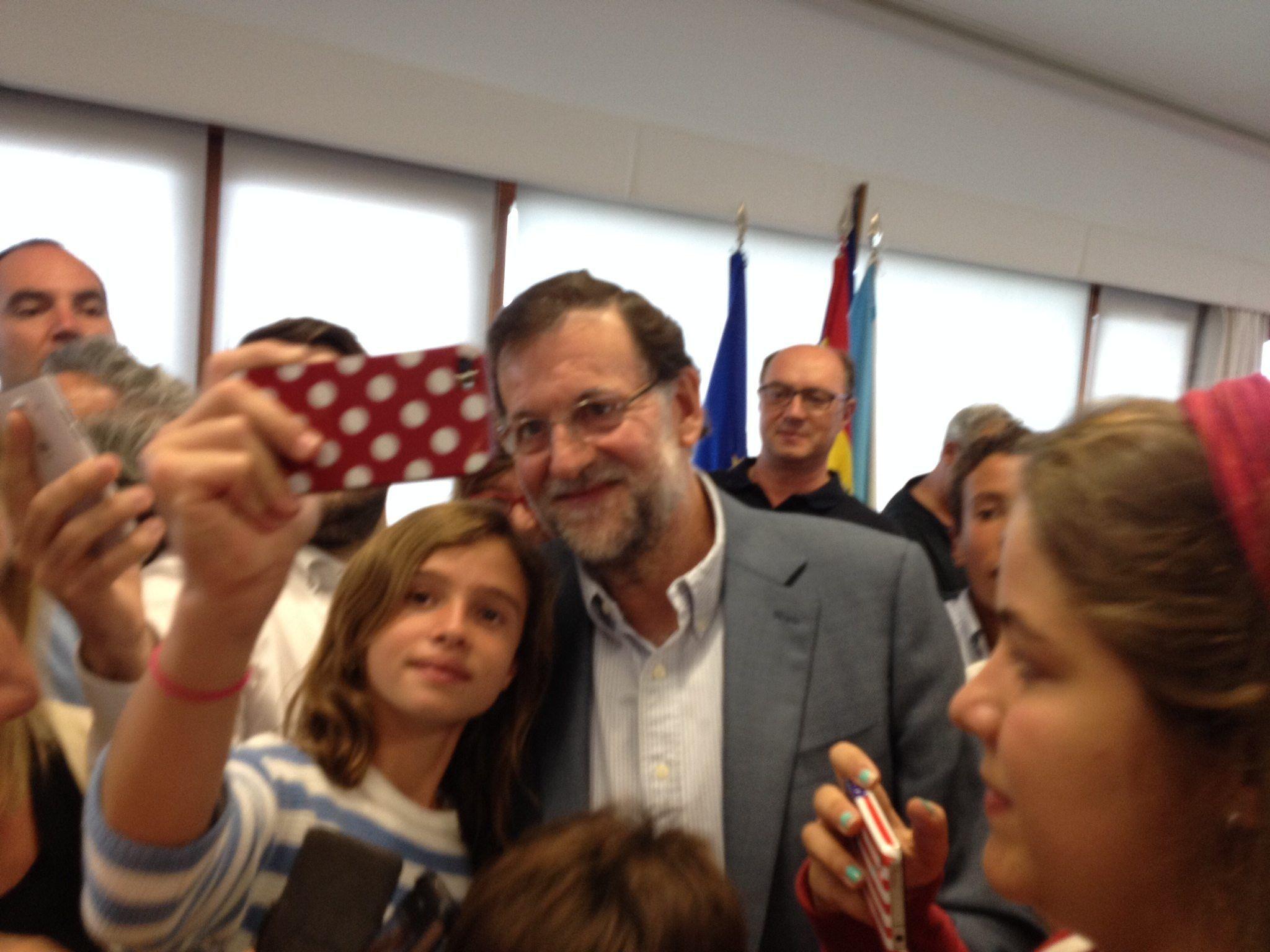 Mariano Rajoy en el Naútico de Sangenjo: Baño de multitudes