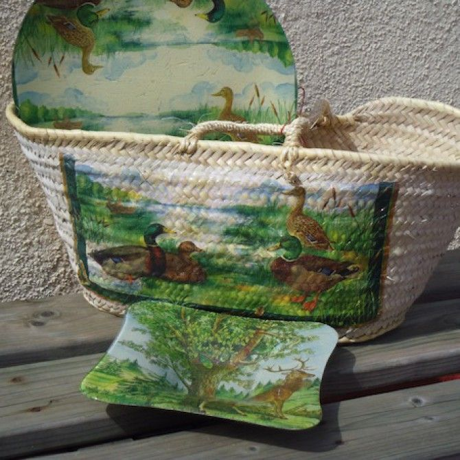 Cestos y platos pintados a mano