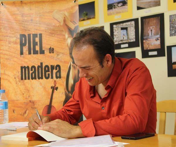 Piel de madera, novela de Ricardo Enjuto Ruano