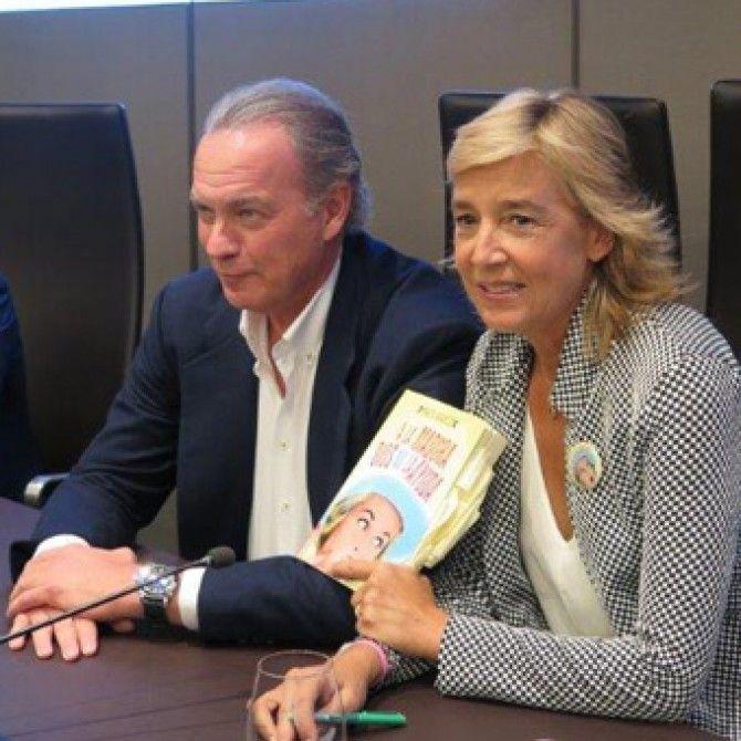 Marta Barroso presenta su novela A la madura Dios no la ayuda