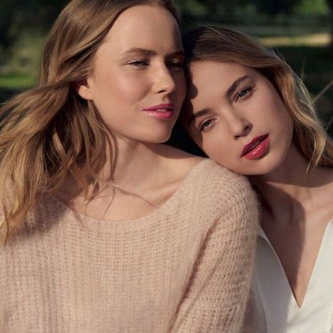 Cuidado de labios entre el tratamiento y el maquillaje perfecto de Clarins
