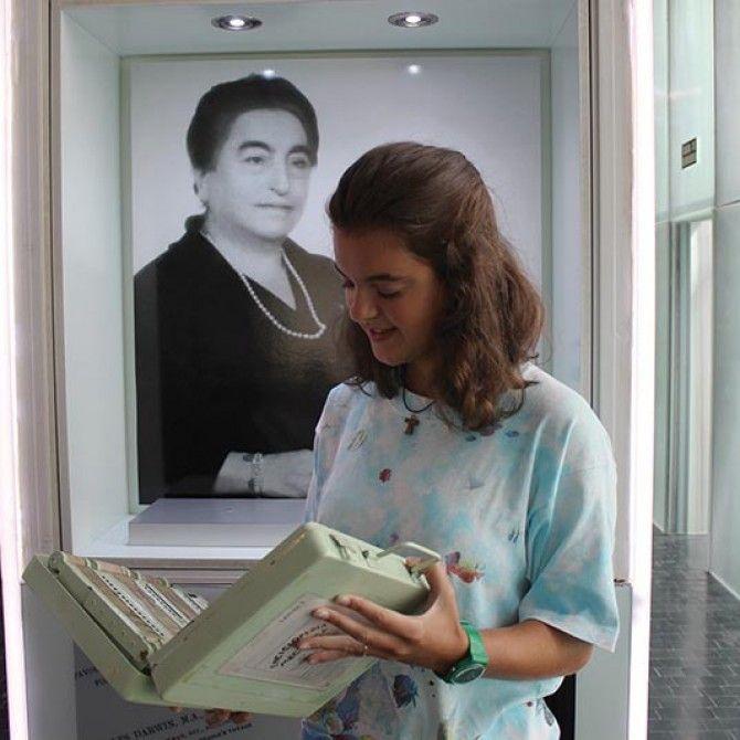 La primera tablet la inventó una española el siglo pasado: Angela Ruiz Robles