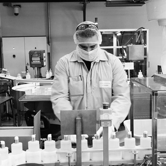 Grupo Clarins donará 30.000 cremas hidratantes de manos a los hospitales