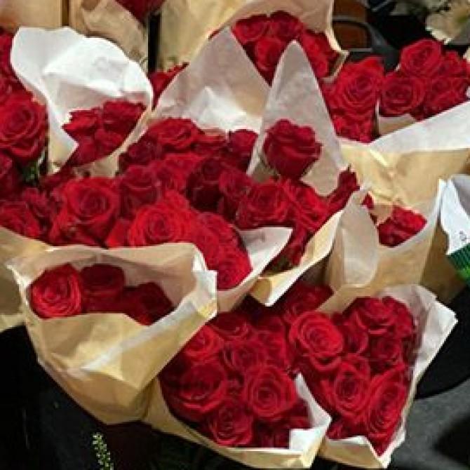 Fundación Madrina regala 3.000 rosas a los enfermos y sanitarios de IFEMA