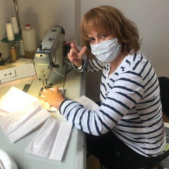 Las costureras de Pronovias voluntarias haciendo mascarillas para hospitales