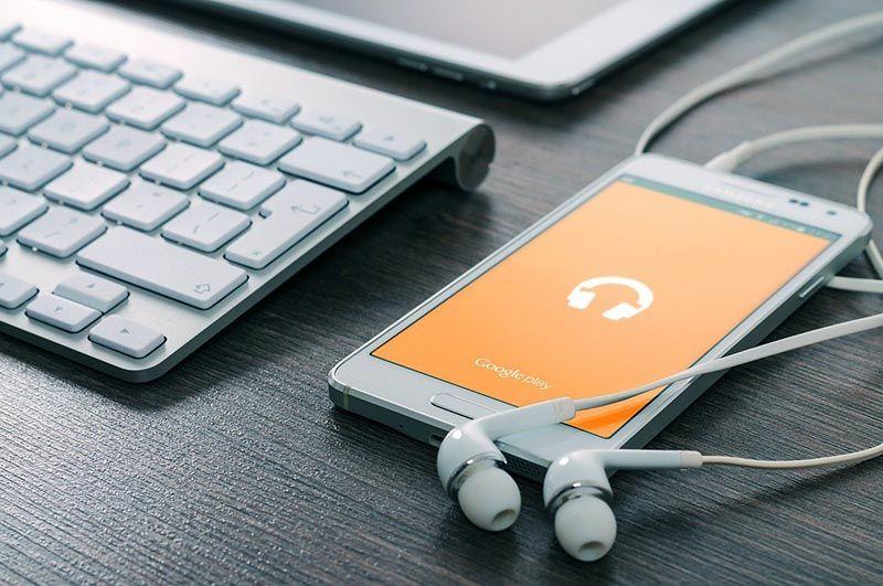 Orange dona 80 tablets y smartphonesa la Asociación Española Contra el Cáncer